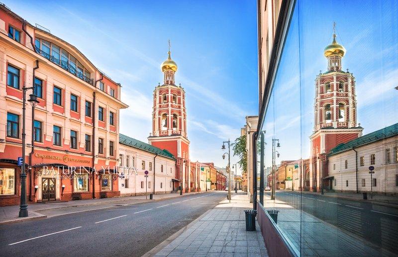 москва, петровский монастырь, колокольня Колокольня и отражениеphoto preview