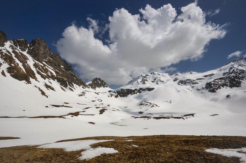горы, снег, облака, перевал Пейзаж с облакомphoto preview