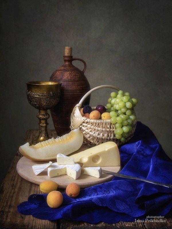 натюрморт, сыр, еда, ломтик дыни, корзина, фрукты Натюрморт с сыром и ломтиком дыниphoto preview