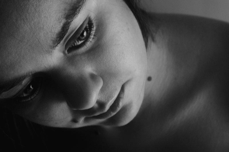 апатиты, портрет, взгляд, глаза, девушка, чб Трепетный взглядphoto preview