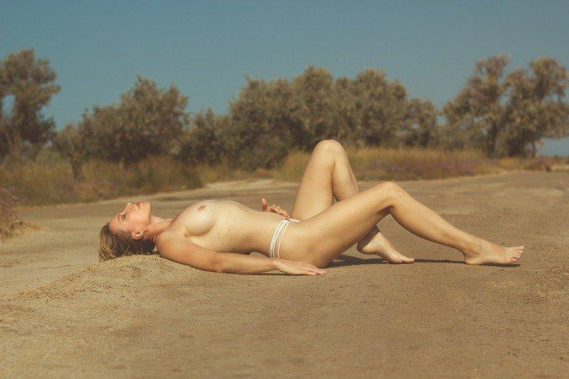 лето, море, дорога, девушка . ню Лета тишина...photo preview