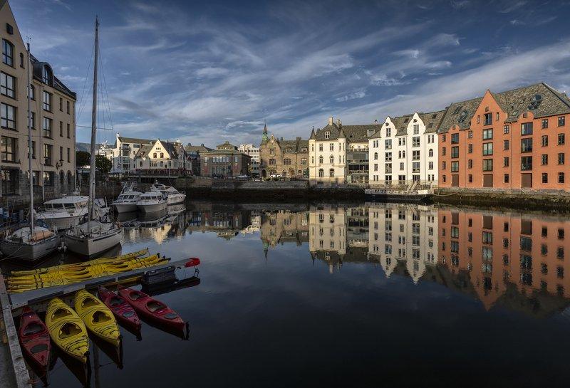 олесун, норвегия, город, отражение норвежское утроphoto preview