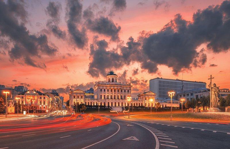 москва, россия, город, улица, закат, дорога, небо Дом Пашковаphoto preview