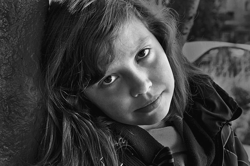 портрет, девочка, глаза, взгляд, чб, апатиты Девчонка с нашего двораphoto preview
