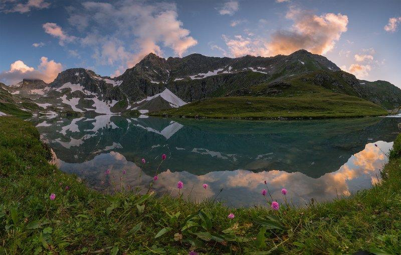 северный, кавказ, большое имеретинское озеро, вечер, июль, Про горы в озереphoto preview