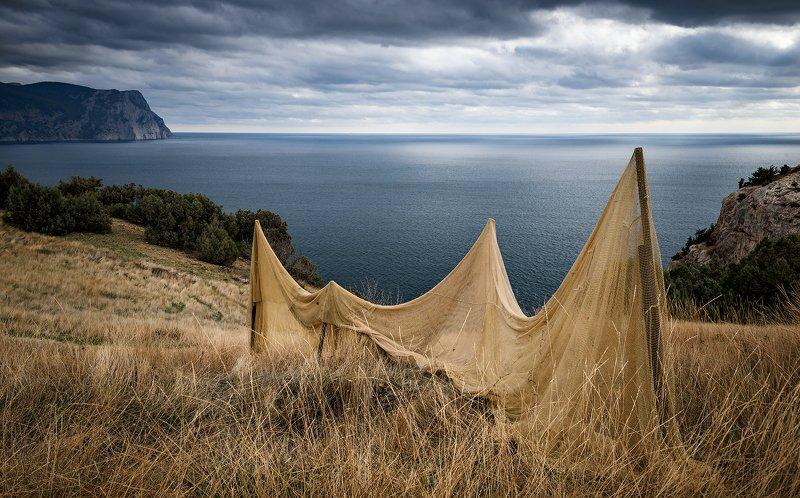 крым, пейзаж, море, облака, небо, берег, горы, трава, осень, тучи, В сети попала осень...photo preview