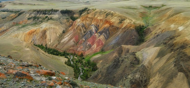 Разноцветные горыphoto preview