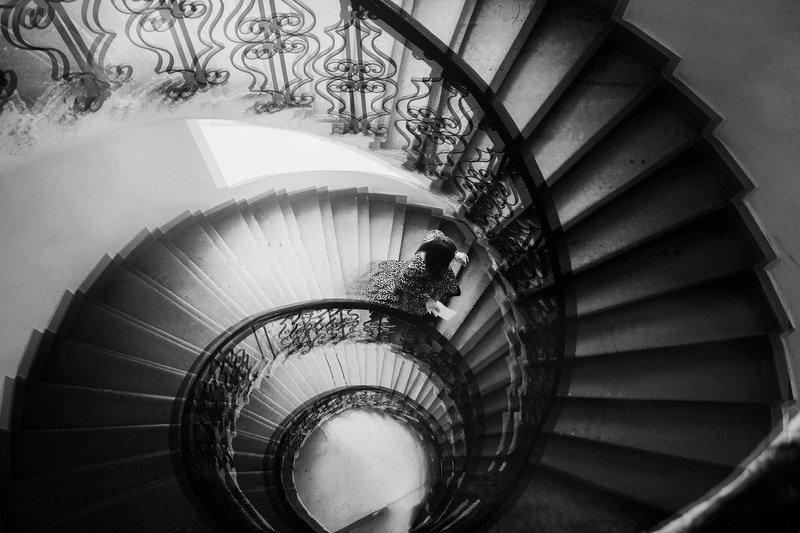 движение,письмо,лестница,девушка Письма расскажут как жизнь наша мчится photo preview