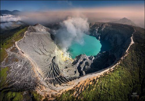 Жерло вулкана Иджен...