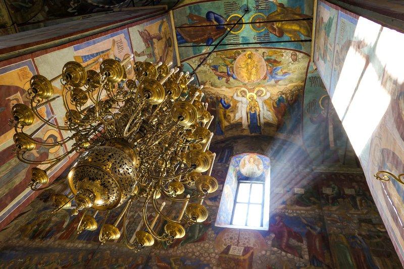 лавтра, религия, луч света Луч света в темном царстве (Троице - Сергиевская Лавра)photo preview