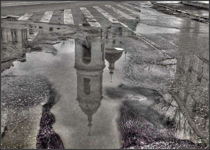 весна, отражение, лужа, церковь Жизнь в отражениях_2 ч/бphoto preview