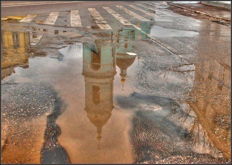 весна, отражение, лужа, церковь Жизнь в отражениях_2 цветphoto preview