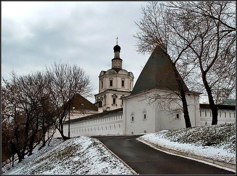 монастырь, весна, дорога Угол Андроньевского монастыряphoto preview