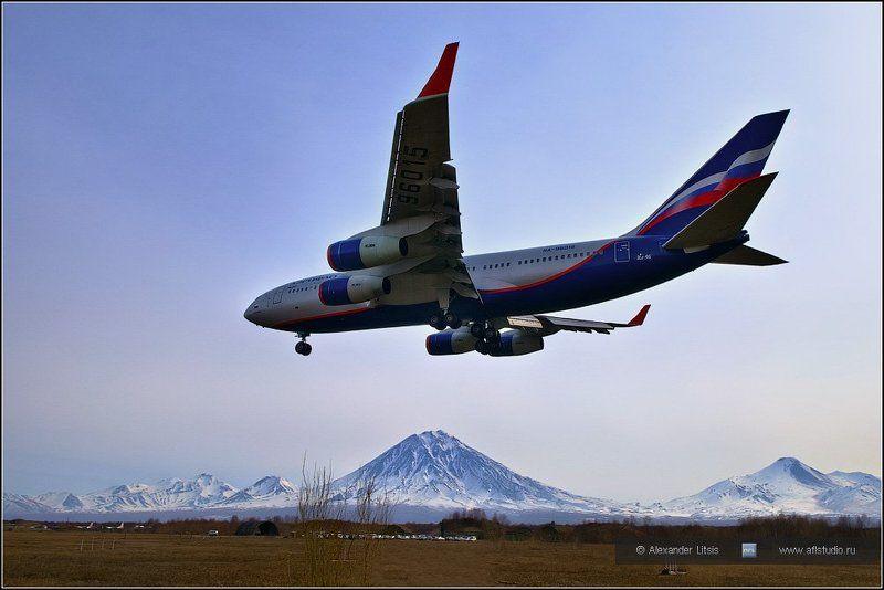 самолет, лайнер, ил-96, аэрофлот, посадка, горы, вулканы, камчатка На Камчаткуphoto preview