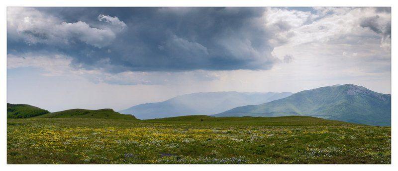 крым, май Цветущие горыphoto preview