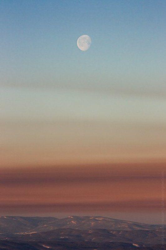 луна, горы Закат луны на рассветеphoto preview