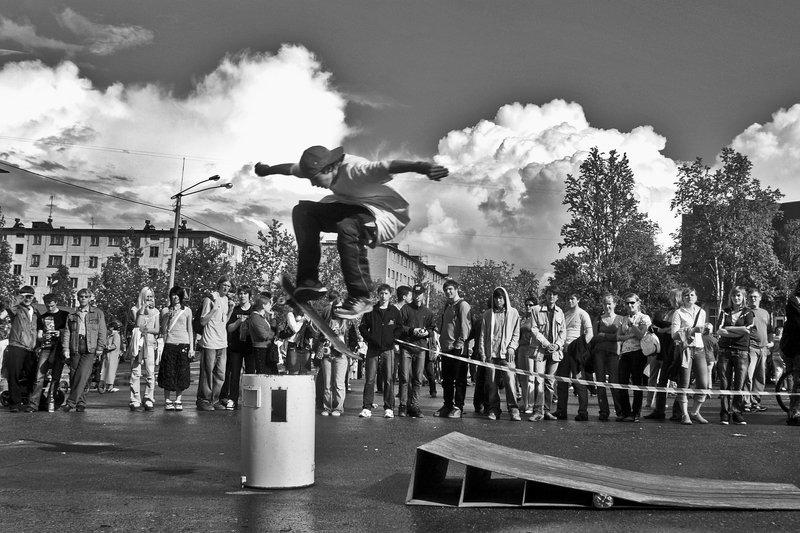 скейтборд, сотевнование, город, апатиты, прыжок, чб Скейтбордphoto preview
