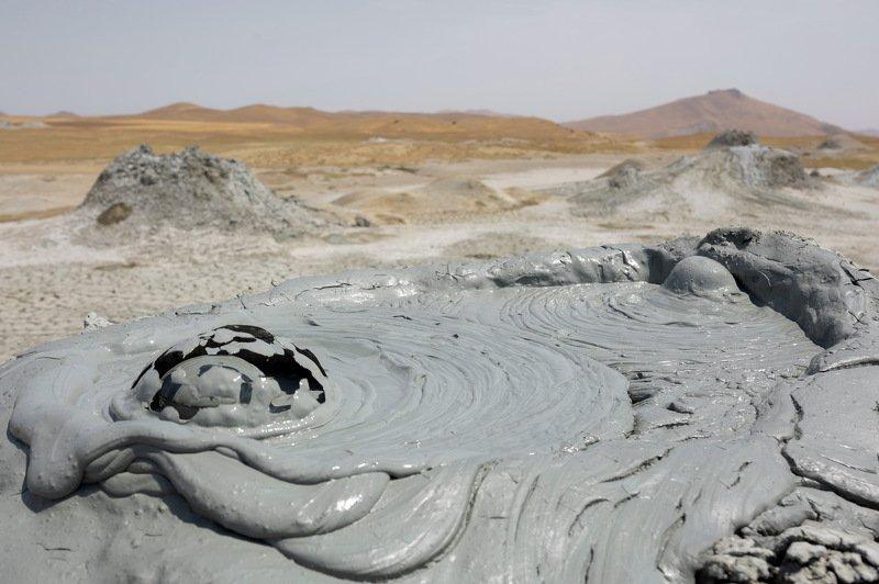 вулкан структура азербайджан грифон выброс грязь Выброс грязевого вулкана Азербайджан .photo preview