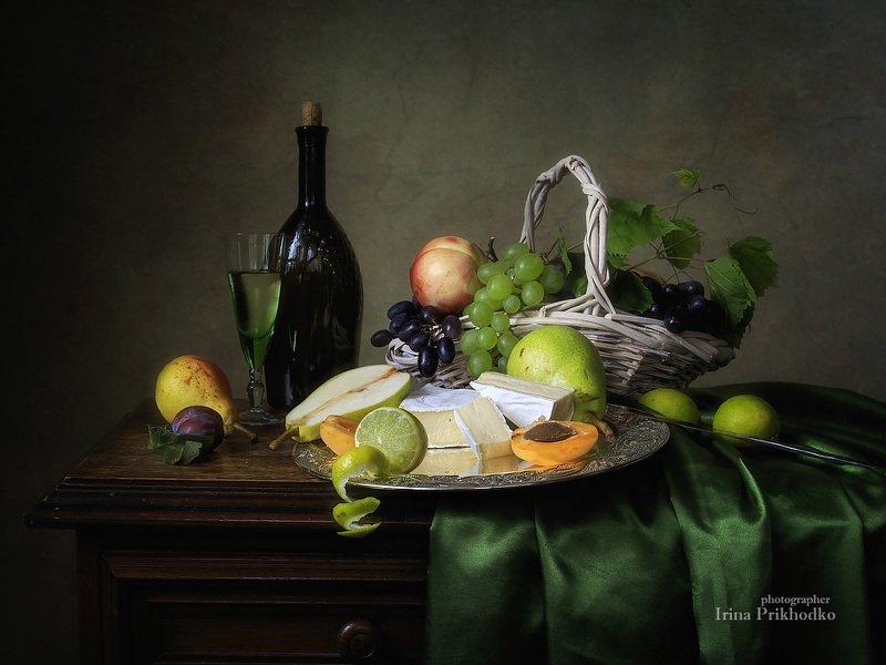 натюрморт, сыр бри, вино, фрукты, винтажный натюрморт Французский десертphoto preview