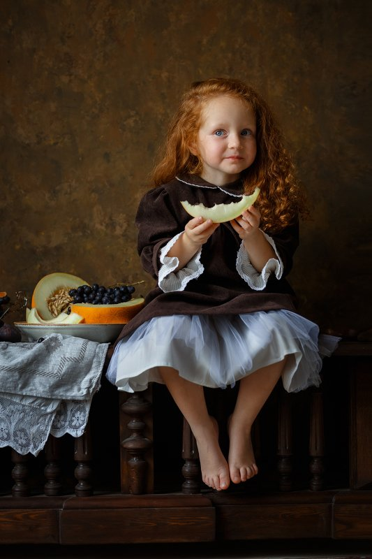 девочка, фрукты, дыня, портрет, красота, свет, рыжие волосы Девочка с дынейphoto preview