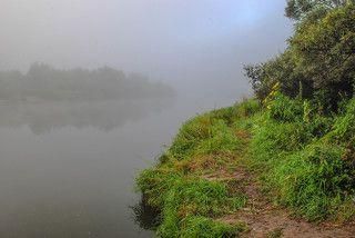 По туману на рыбацкой тропе.