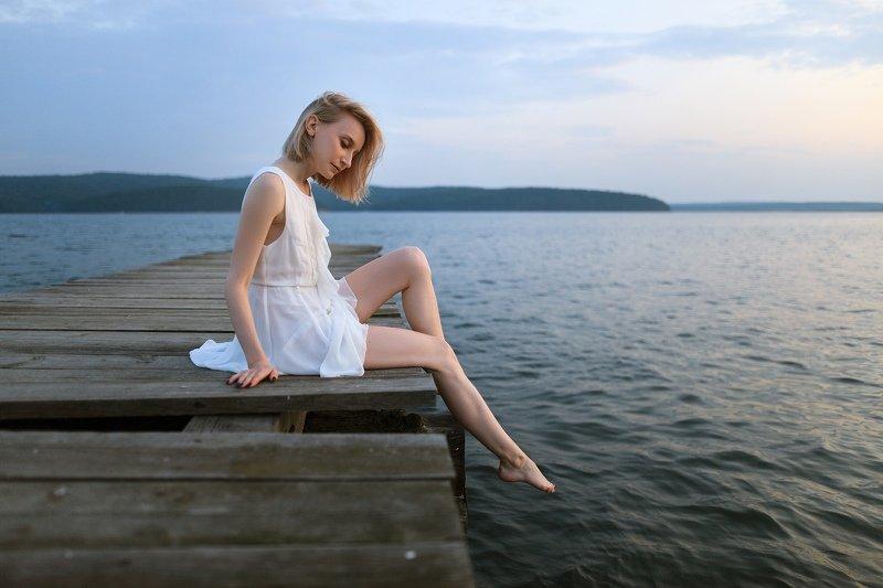 девушка, байкал, белое, платье, вода, пейзаж, портрет, 24мм Белое и холодноеphoto preview