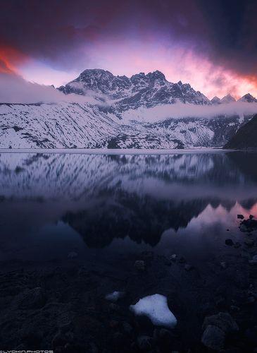 Священное озеро Гокио после заката