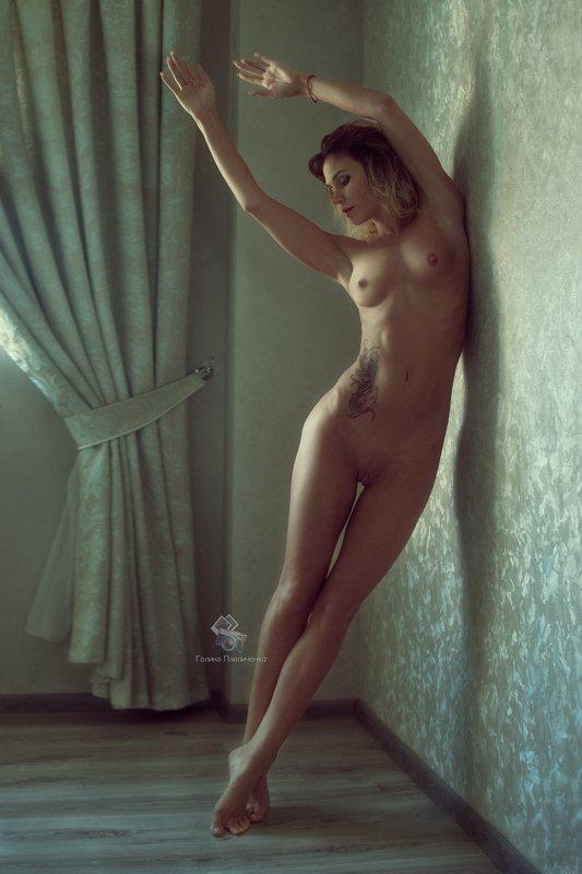 art nu,  photo, photography, eroticism, sexual, artistic erotica, girl, naked body, nude, nu, топлес, фотохудожники, художественная фотография, ретушь, эротика, ню, обнажённое тело, сексуальность, фотосессии в краснодаре У стеныphoto preview