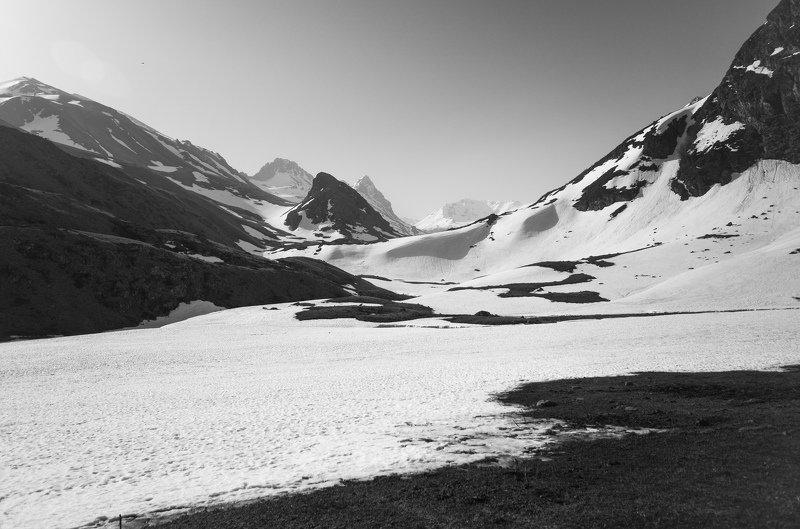 горы, долина, чб Монохромное утроphoto preview