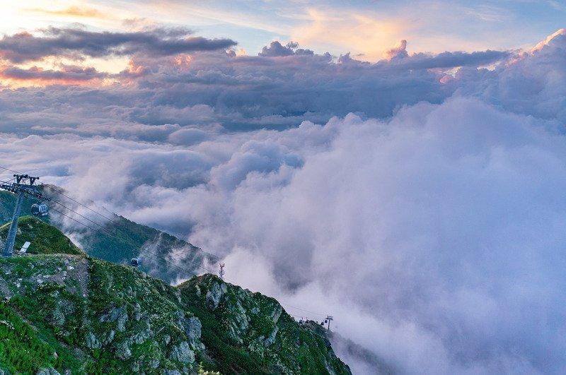 кавказ Вниз, в облакаphoto preview