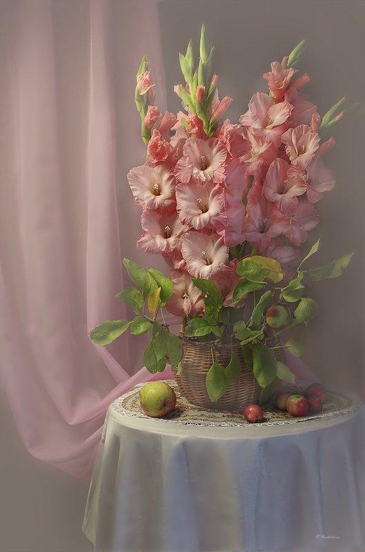 натюрморт,цветы,ваза,гладиолус,розовый,в.павлухина, С гладиолусамиphoto preview