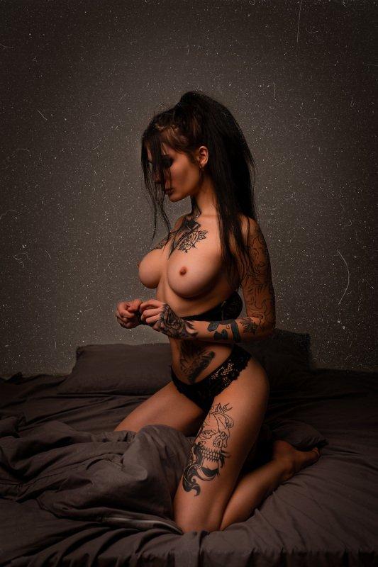 tattooedgirl tattooedmodel portrait nude topless Hatred Inophoto preview