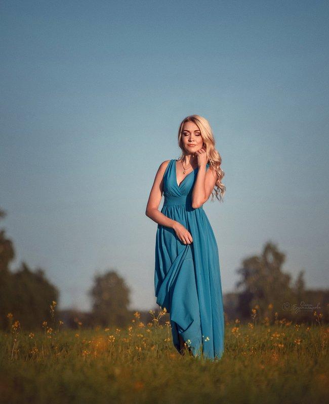 в поле, фотопрогулка, голубое платье, на полянке ***photo preview
