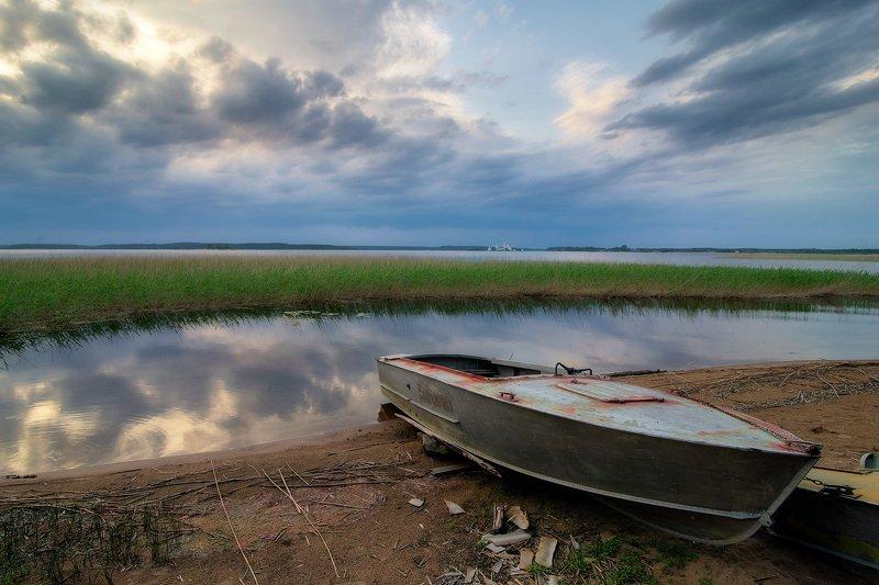 Лодка и облакаphoto preview