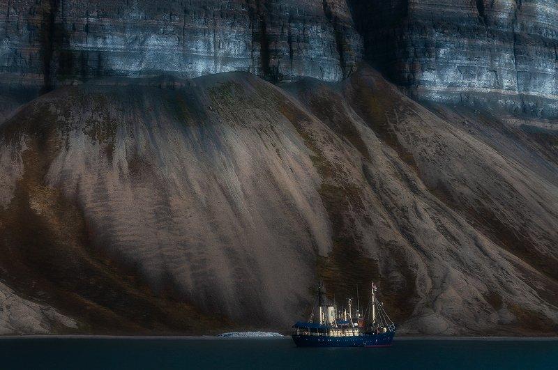 svalbard, spitsbergen, northnorway, islands, sandstones, boat, polar, arctic, summer, boattrip Devonian Timesphoto preview