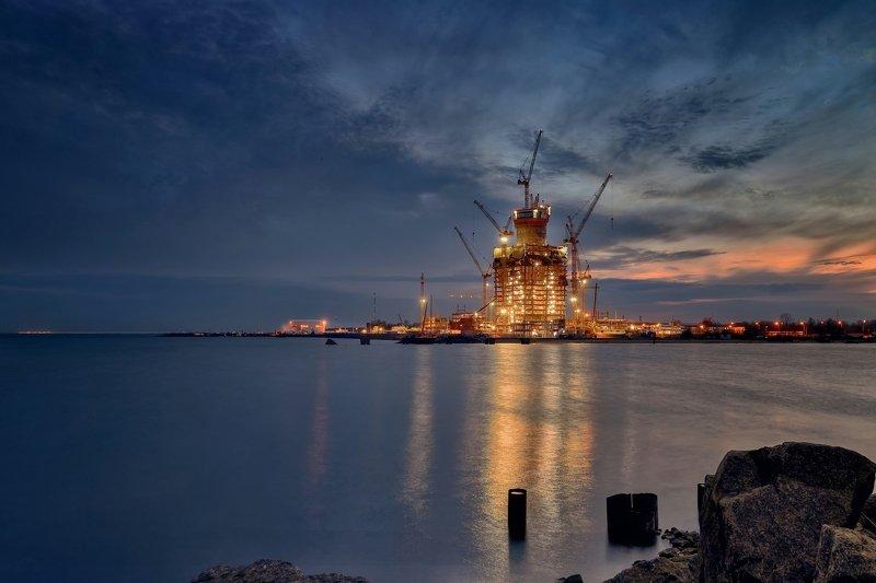 город,архитектура,строительство,небоскрёб,море,вечер,огни,отражения Стройка.photo preview
