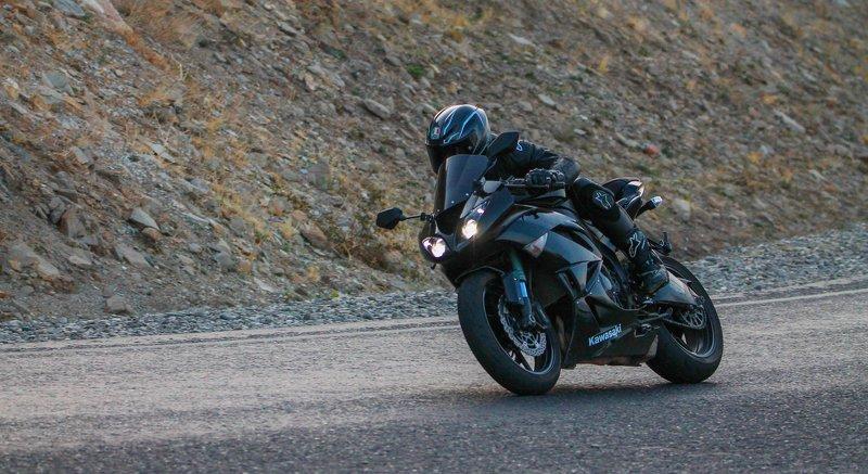 байкер,мотоциклист,дорога,гонщик,горы.свобода,перевал,дагестан. Чёрный призрак.. фото превью