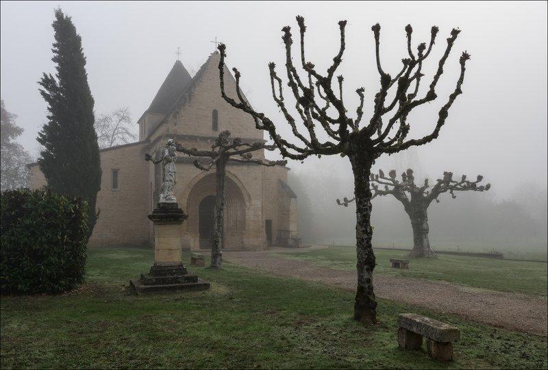 Французская провинция в туманеphoto preview