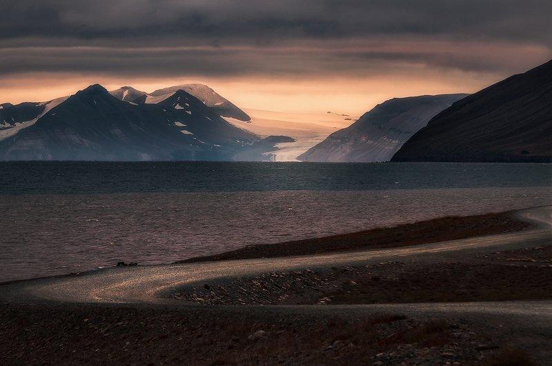 svalbard, spitsbergen, northnorway, islands, polar, arctic, summer, road The Light Remainsphoto preview