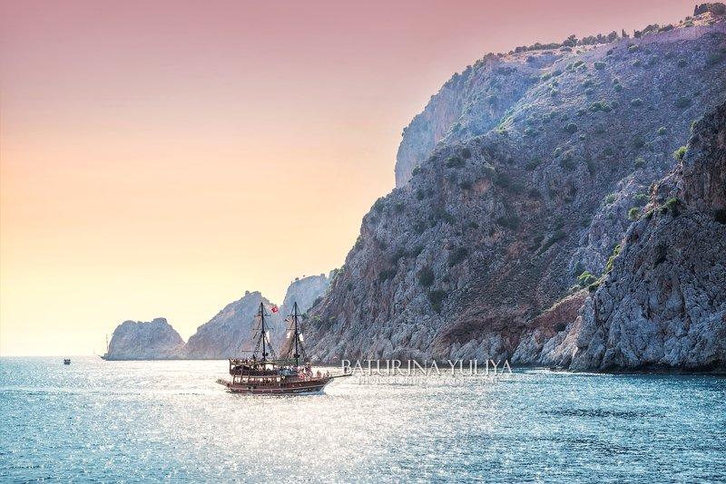 турция, море, корабль Корабль в мореphoto preview