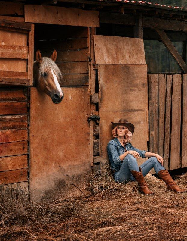 Кантри, лошади, конюшня, девушка, шляпа Кантриphoto preview