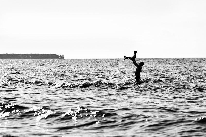 sea, ostsee, water,people, streetphoto, streetphotography, street, bw, monochrome, minimalism, улица, море, люди, жанр, стритфотография, стритфото, чернобелое, минимализм,  ***photo preview