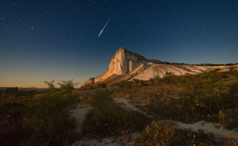 персеиды , крым , ночь Лунная ночь у Белой скалыphoto preview