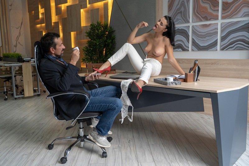 Случай в кабинете директораphoto preview