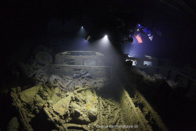 underwater wreck diving  SS Thistlegorm. Грузовой трюм.photo preview