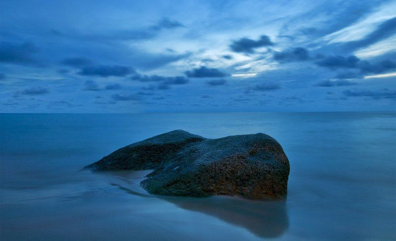 море, тайланд, пхукет Один в мореphoto preview