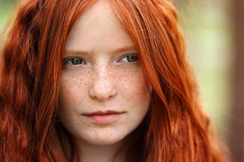 потрет, девушка, рыжая, солнце, божья, коровка, весна, веснушки Весеняяphoto preview