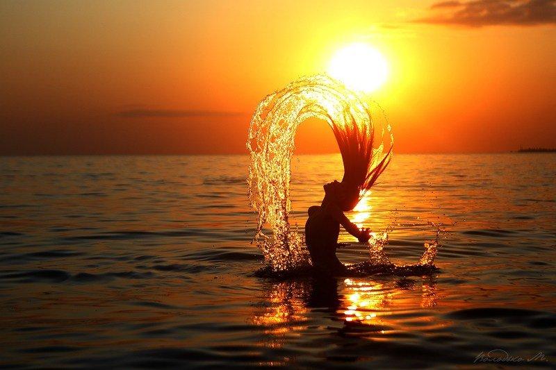 море,девочка,закат На закатеphoto preview