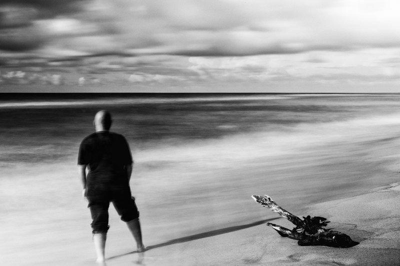 природа, пейзаж, портрет, чб, чернобелое, море, берег, пляж, человек, монохром, monochrome, bw, blackandwhite, portrait, seascape, landscape, longexposition, people, sky, Автопортретphoto preview