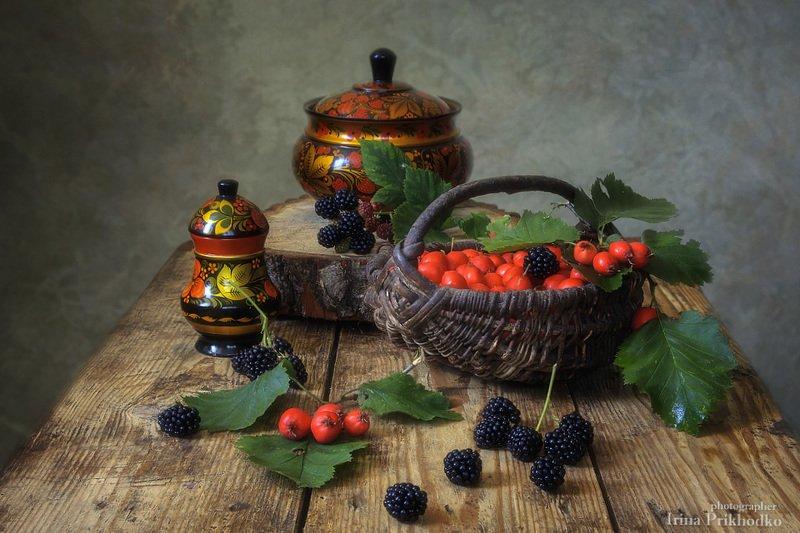 натюрморт, деревенский стиль, хохлома, ежевика, боярышник, август Красное и черноеphoto preview